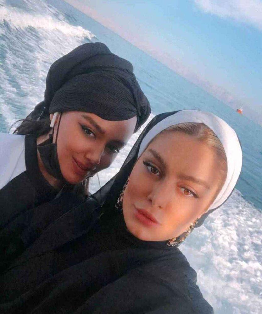 سحر قریشی در کنار خواهرش